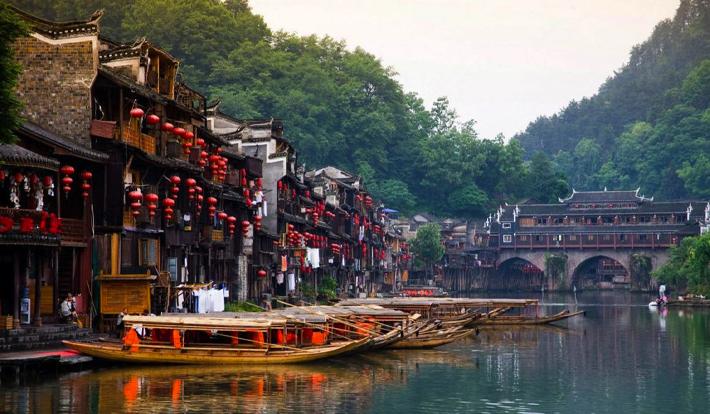 Tour Trung Quốc 2019 Phượng Hoàng Cổ Trấn – Trương Gia Giới