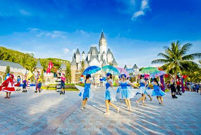 Tour Nha Trang VIP Lễ 2/9, Bar Trên Biển, Thưởng Thức Buffet 90 Món 3N3Đ